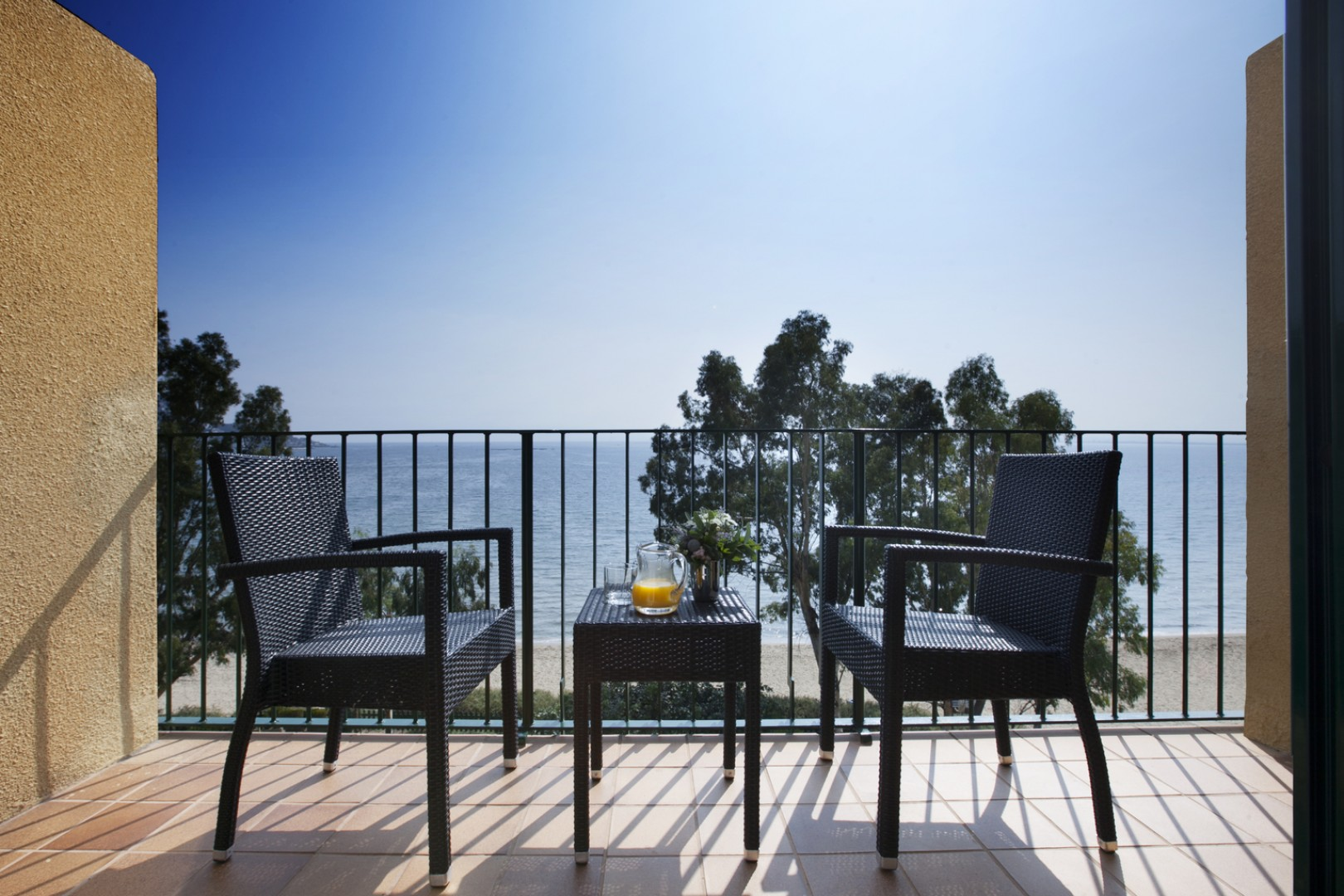 Romantic and family rooms with sea views in Roses, Costa Brava